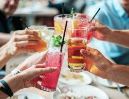 Bebidas gratis en comidas y cenas